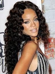 Rihanna de peruca